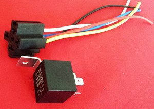 (1) 12v 40a Relay + (1) 5 Wire Socket Harness Spdt